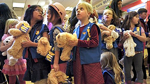 Agoura Hills Girl Scouts put love into building bears for Camarillo children